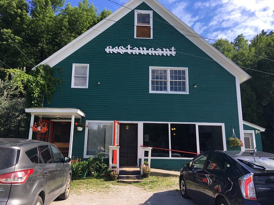 Bridgewater, VT: Exterior of the Maple Diner