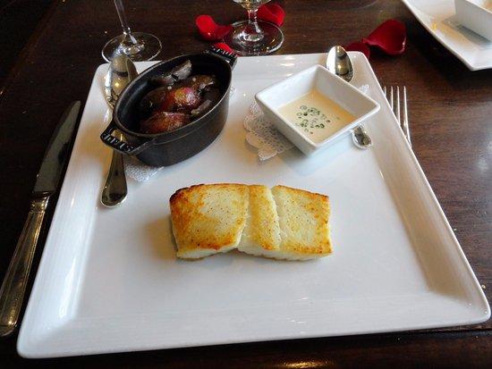 Madison's Restaurant: Halibut was average at best