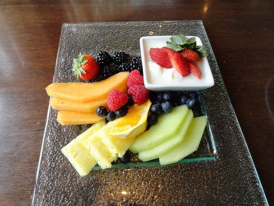 Madison's Restaurant: Fruit plate very fresh