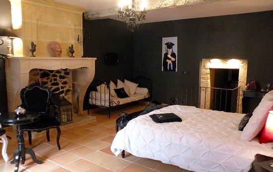 """Rauzan, France: Chambre """"Baroque"""" 45m2 pour 2pers- douche à l'Italienne"""