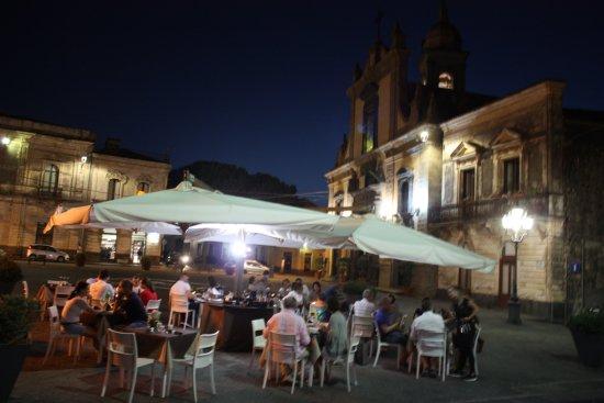 Esterno - Piazza Antistante