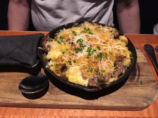 FlameStone American Grill: Mac n'cheese skillet prime rib
