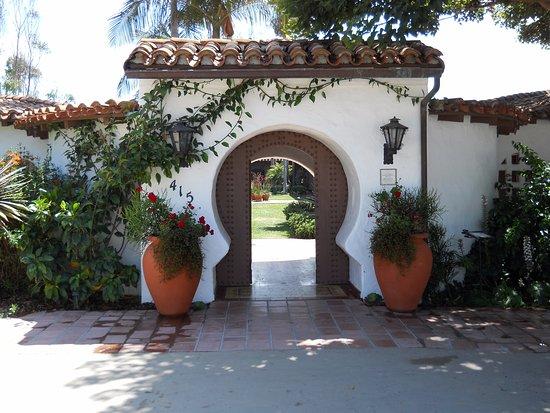 Casa Romantica Cultural Center and Gardens: The famous keyhole entrance to Casa Romantica.