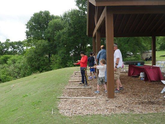 Cedar Creek, تكساس: My son doing the archery