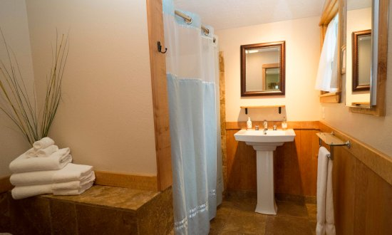 Agate Beach Motel: Standard Queen Suite Full Bathroom