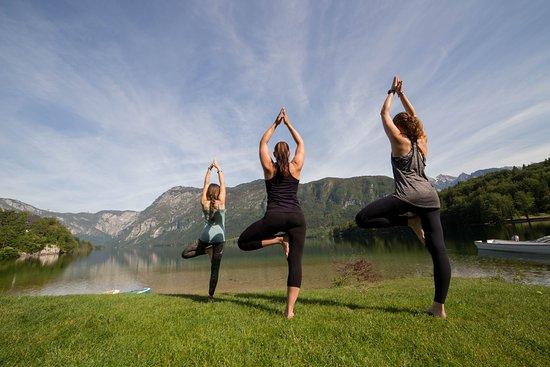 Bohinjsko Jezero, Eslovenia: Yoga Bohinj, Go yoga, Lakeside yoga