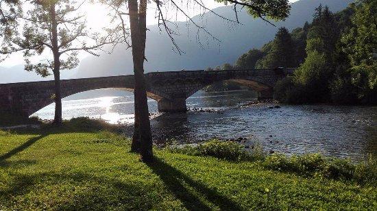 Bohinjsko Jezero, Eslovenia: Riverside yoga spot, Bohinj yoga