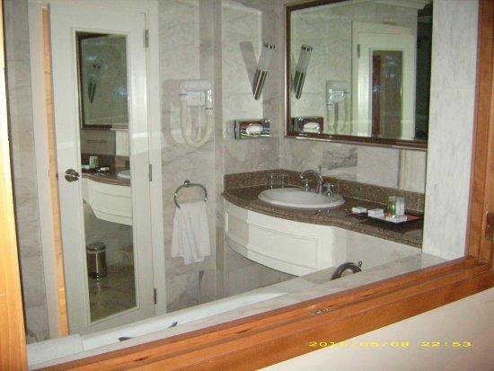 Saphir Palace & Spa : vue salle de bain