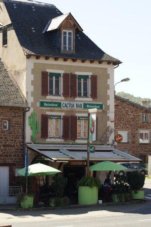 Marcillac-Vallon, Francia: Sur l' axe de la route Rodez via Decazeville ouvert 7/7 le midi et le soir le week end