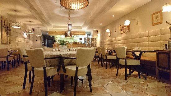 a la table de nicolas saint remy de provence restaurant. Black Bedroom Furniture Sets. Home Design Ideas