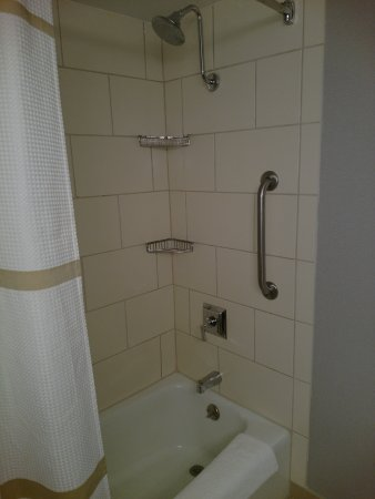 Great shower/tub. The shower head was loose and not terribly ...