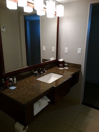 Walnut Creek Marriott: No where to hang or put small hand towels but there are plenty to use.