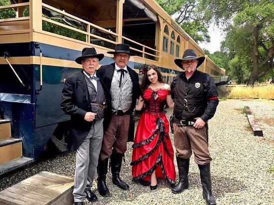 West Sacramento, CA: Wild West Dinner actors