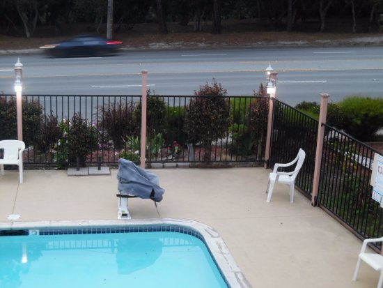 Americas Best Value Presidents Inn on Munras: Close to road