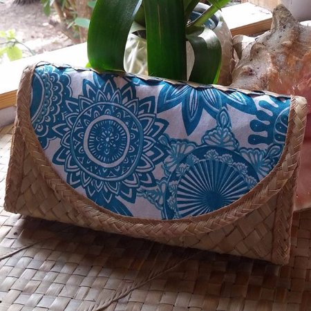 Dunmore Town, Harbour Island: Clutch Purse with Bahama Hand Print Fabric