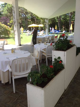 Hotel Terme Neroniane: buffet all'aperto
