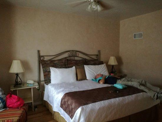 Hotel La Fonda de Taos: IMG_20170607_165650_large.jpg