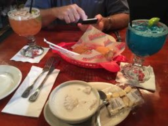 Kittery, ME: Fish Chowder (cup), rolls, and awesome margaritas