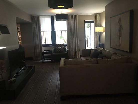 The Chester Residence: photo1.jpg