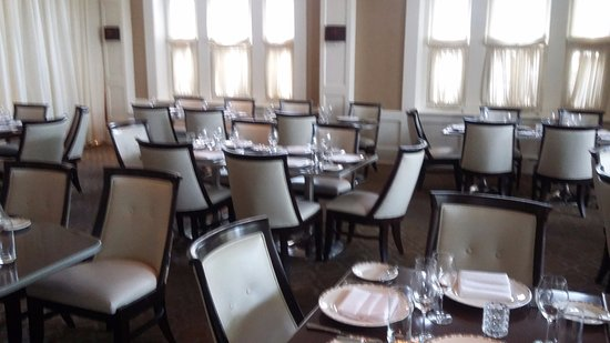 Paramour at Wayne Hotel: Tables set for rehearsal dinner in private dining room.