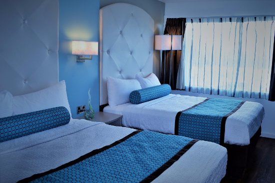 The Freeport Inn and Marina: Superior 2 Queen Beds