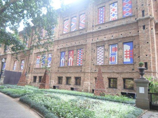 Pinacoteca del Estado: Lateral da Pinacoteca, com acesso ao Jardim da Luz