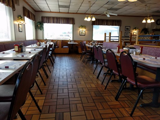 Littlestown, Pensilvanya: Lots of tables - this place can handle a crowd quickly