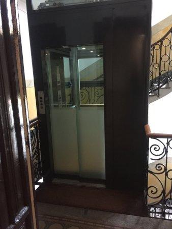 Hotel Panizza: Лифт