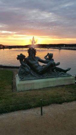 the water parterres coucher de soleil sur les jardins de versailles - Les Jardins De Versailles