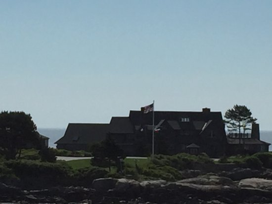Kennebunkport, ME: Flags indicate one or both Presidents Bush present on property