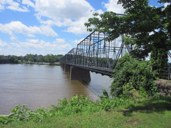 Riverfront Park: Walk across the river via this bridge