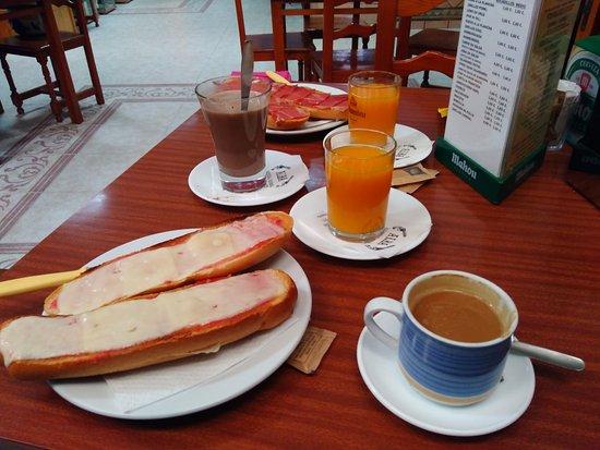 Los Albaricoques, Spanien: Desayuno
