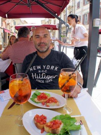 Province of Pisa, Italy: déjeuner en terrasse