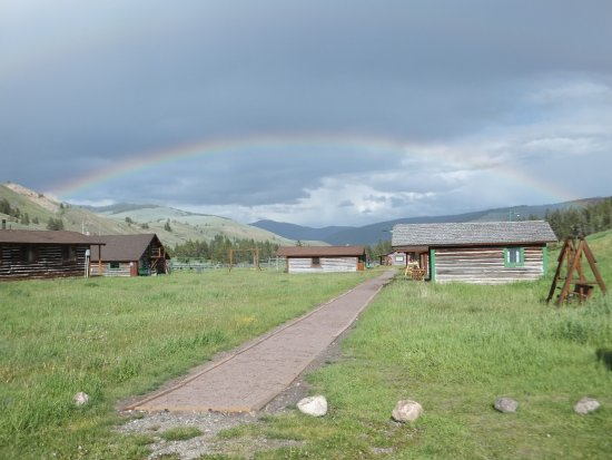 Nine Quarter Circle Ranch: beautiful rainbow over the cabins