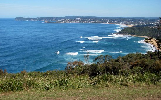 Bateau Bay, Australia: Wyrrabalong Lookout looking south... great spot for our picnic lunch