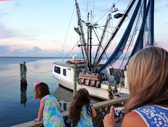 Salter Path, NC: Perfect place for the family to wait for dinner
