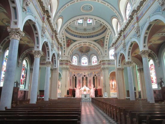 Cathedral of Saint Patrick: Beautiful hall and pews