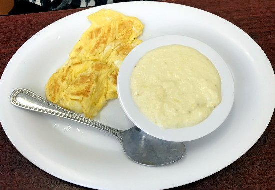 Ally's Comfort Cafe : scrambled eggs with grits - simple but good