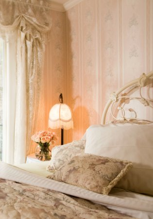 Arsenic and Old Lace Bed & Breakfast Inn : Chantilly Rose - Excite all your senses