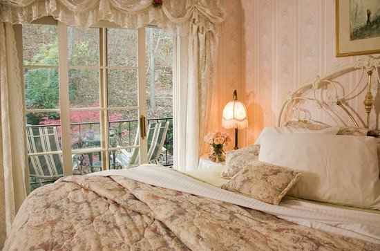 Arsenic and Old Lace Bed & Breakfast Inn : Chantilly Rose - Your window to Peace and Relaxation
