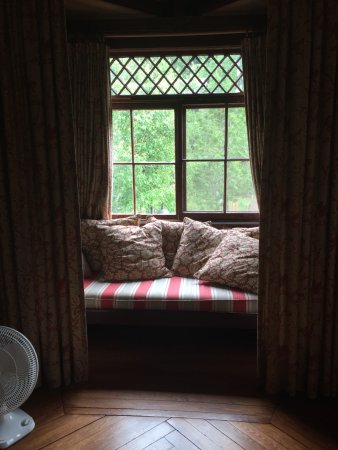 The Hedges: Colonel's Room with window seat