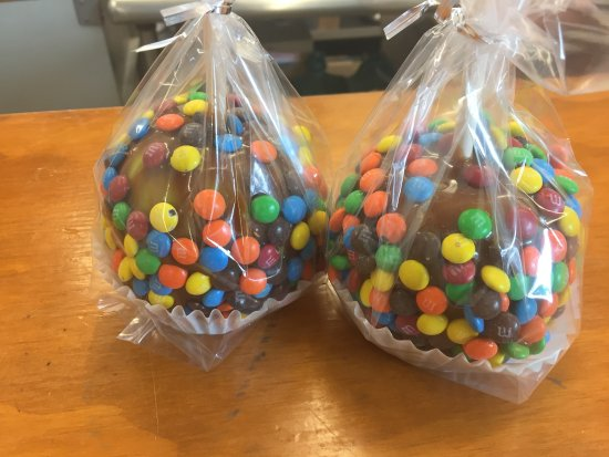 Greenfield, IN: Yum M&M Carmel apples!