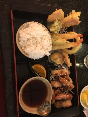 Suehiro Japanese Restaurant : Hibachi scallop is very good.   Fitomakinalso good    Teriyaki chicken were good.   Udong is so