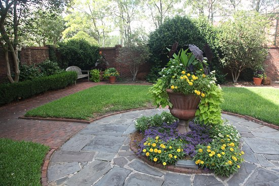 Davenport House Museum: Davenport House Garden