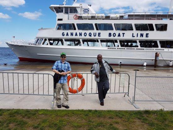Gananoque, Canada: Us in front of Thousand Islander IV