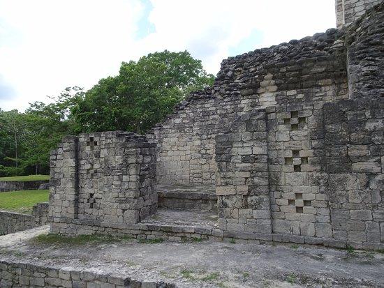 Becan Ruins: Detalles en los muros de los edificios