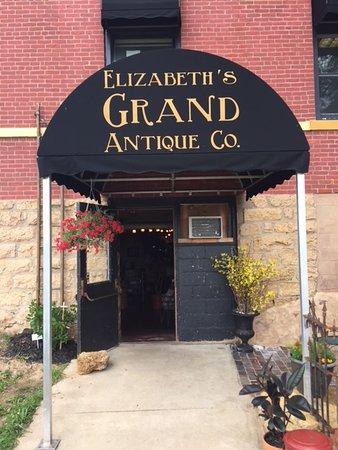 Elizabeth, IL: Mall entrance