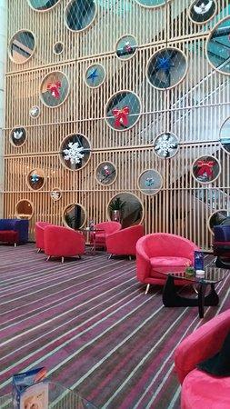 Novotel Shanghai Atlantis: Waiting area next to lobby
