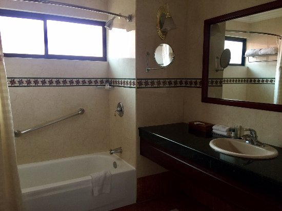 DoubleTree by Hilton Hotel Cariari San Jose: 2nd Bathroom