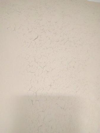 Moline, IL: Peeling paint